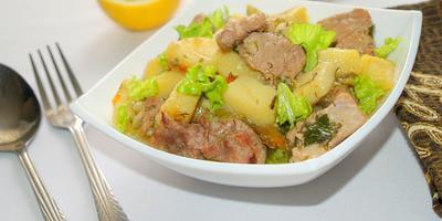 Свинина тушёная с картошкой и болгарским перцем