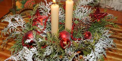 Новогодний декор — ёлочная корзиночка со свечами