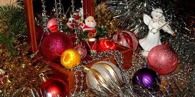 Новогодние чудеса под нашей ёлочкой...