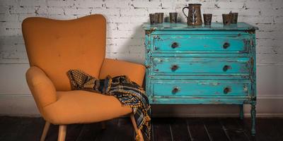 Обновляем старую мебель. Состаривание при помощи окрашивания