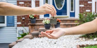 Взлёты и падения рынка загородной недвижимости: что ожидает желающих купить или продать «домик в деревне»