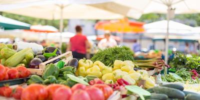 Супермаркет против рынка: Минпромторг хочет упразднить сельскохозяйственные рынки
