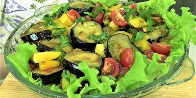 Тёплый салат с баклажанами и оригинальным соусом от Ольги Матвей