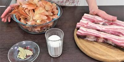 Сало в луковой шелухе: аппетитный рецепт от Ольги Матвей