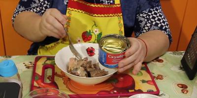 Рыбный пирог на скорую руку. Бюджетный рецепт от Юлии Миняевой