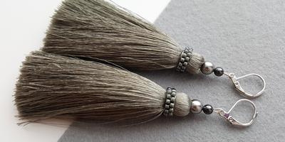Серьги-кисти своими руками - модное украшение к новогоднему наряду