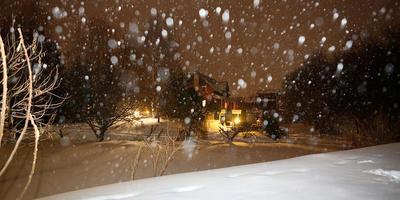 Новогодний декор сада в ожидании праздника, или Техника съёмки падающего снега в предновогоднюю ночь