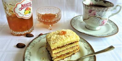 Миндальное пирожное с джемом