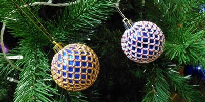 Декор ёлочного шарика бисером