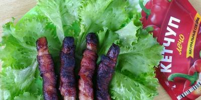 Колбаски в беконом, запеченные на углях