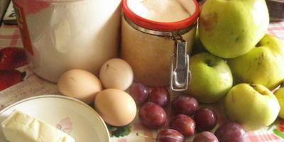 Пирог яблочно-сливовый