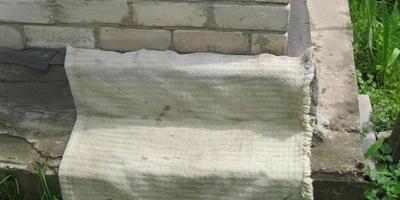 Бетонное полотно как защитное покрытие выступающего фундамента