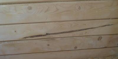 Как можно замаскировать трещины на брусе и дефекты вагонки?