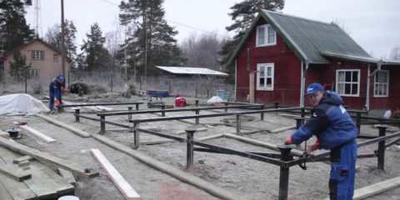 Небольшой пакет видео о стройке загородного дома от приёма фундамента до принятия каркаса с кровлей заказчиком
