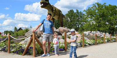 """Фотопутешествие. Новый развлекательный парк с динозаврами в Латвии. Парк """"Аварийная бригада"""""""