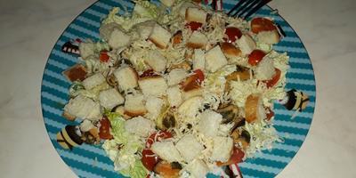 """Секрет приготовления самого быстрого салата """"Цезарь"""" из морепродуктов"""