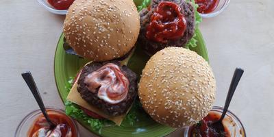 Домашние бургеры с соусами из кетчупа томатный «Махеевъ» - а какой Вы выберете?