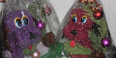 Новогодний декор подарка. Собачка из полотенца