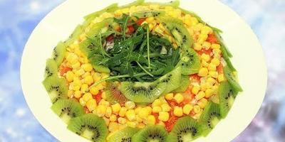 Новогодний салат Малахитовый браслет - салат с куриной грудкой, кукурузой и киви