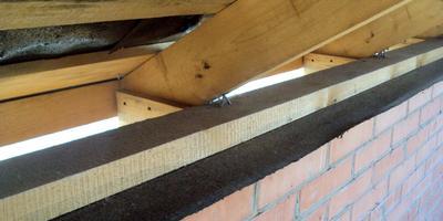 Варианты крепления стропил крыши на дачных постройках