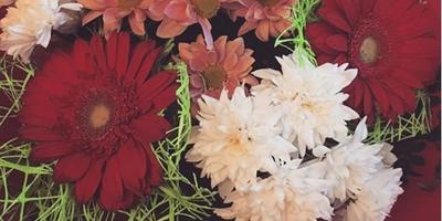 Подскажите, пожалуйста, из каких цветов состоит этот букет