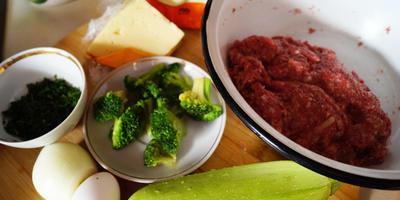 Рулет весенний мясной с кабачком и брокколи