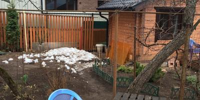Как закрыть свой участок от соседского дома?