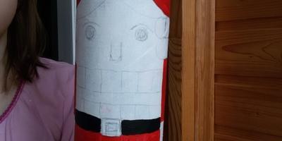 Игрушки на городскую елку из упаковок от чипсов Принглс