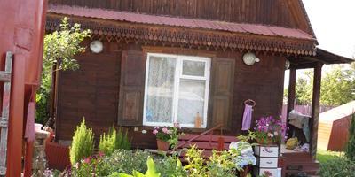 Домик окнами в сад...