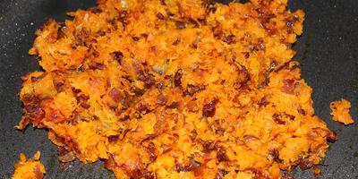 Кальмары, фаршированные картофельным пюре, креветками и овощами
