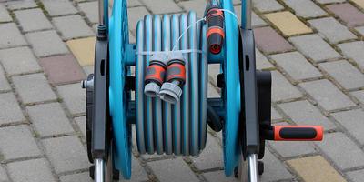 Тележка для шланга AquaRoll M со шлангом Classic и комплектом для полива получен