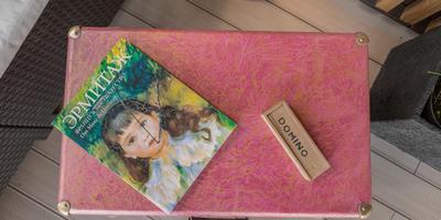 Переделка старого чемодана в журнальный столик. Декорирование пленкой