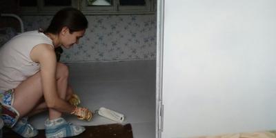Ремонт садового домика продолжается... Закатала пол в белый!