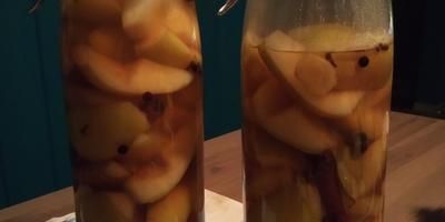 Груша и Пирог Грушево-имбирный с мёдом и солёной карамелью