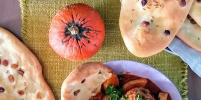 """Тефтели в пряном томатном соусе с тыквой и индийские лепёшки """"Наан""""с тмином и изюмом"""