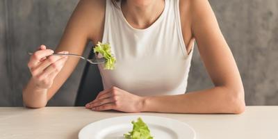 Как похудеть к лету и остаться здоровым: стоит ли идти на жертвы ради тонкой талии