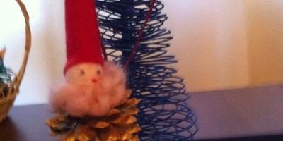Новогодние игрушки из сосновых шишек