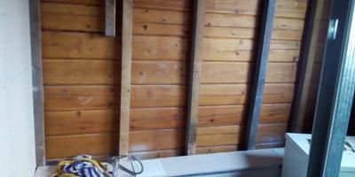 Посоветуйте, чем лучше обшить стены в санкомнате и как надежно уберечь их от влаги?
