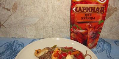 Куриная грудка в маринаде от МахеевЪ с гречневой лапшой и овощами