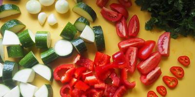 Мясо и овощи сунем в пакет! И никаких в этом сложностей нет!