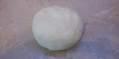 Пельмени с начинкой из зелёного горошка и адыгейского сыра