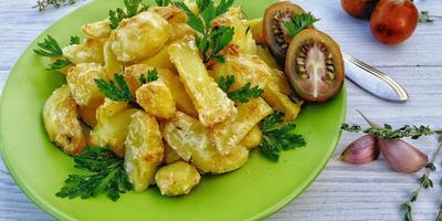 Запечённая молодая картошечка: нестареющая классика