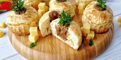 Сырно-чесночные маффины с баклажановым сюрпризом