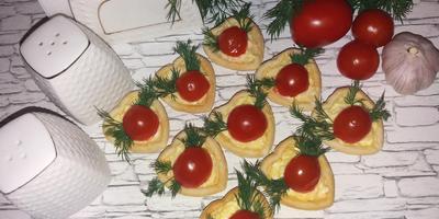 Вкусные и сытные тарталетки с помидорками черри