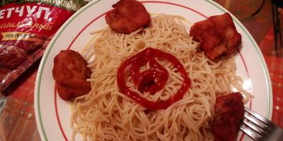 Наггетсы из куриной грудки со спагетти