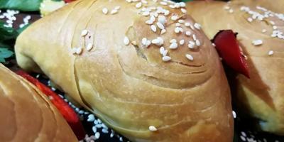 Духовые пирожки с мясом - невероятно нежное тесто, много сочной начинки
