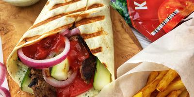 Греческий гирос со свининой и овощами