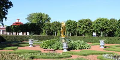 Ликбез по садово-парковому искусству: где можно увидеть люстгауз, и на какой вокзал никогда не приходили поезда?