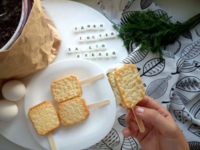 Закуска из крекеров с сыром, яйцами и чесноком. Рецепт приготовления с фото