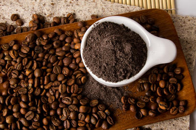 Кофейные подкормки придутся по вкусу не всем растениям